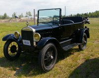 One of our members'  beautiful antique car.